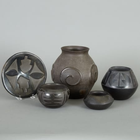 Lot 167: Group of 5 Blackware Pieces Florence Naranjo San Ildefonso Santa Clara Fine and Decorative Arts of the Globe - Jan 19 2019 Art of World
