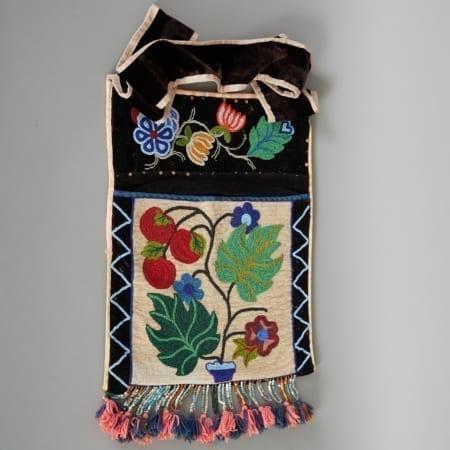 Lot 262: Ojibwe Bandolier Bag Early 20th c. Fine and Decorative Arts of the Globe - Jan 19 2019 Art of World