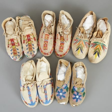 Lot 250: 5 Pairs Early 20th c. Beaded Moccasins Fine and Decorative Arts of the Globe - Jan 19 2019 Decorative Arts