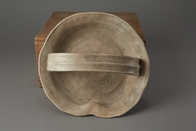 Lot 190: Japanese Edo Period Studio Ceramic Sweets Basket with original box
