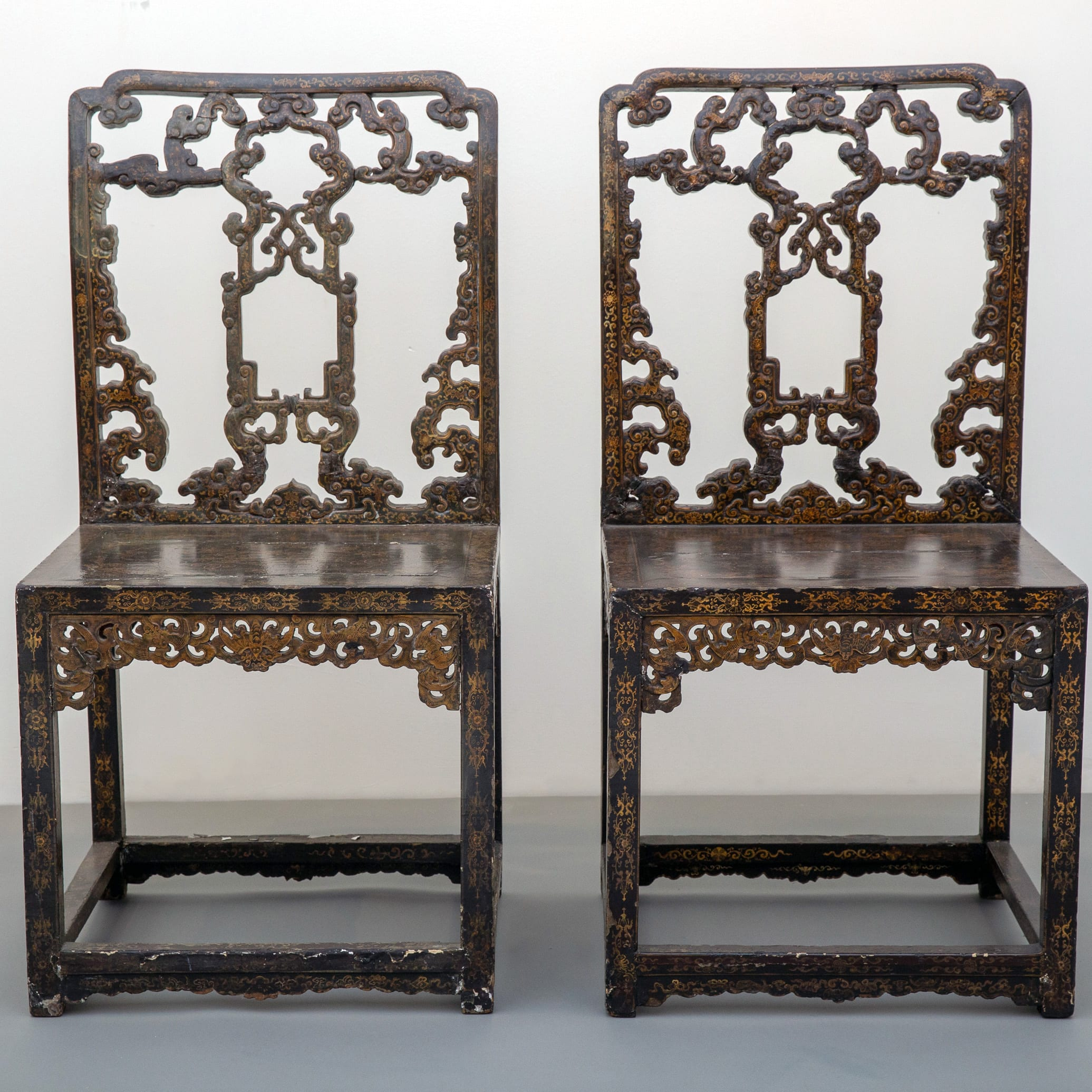 Lot 277: Pair of Qing Imperial Chinese Lacquered Chairs
