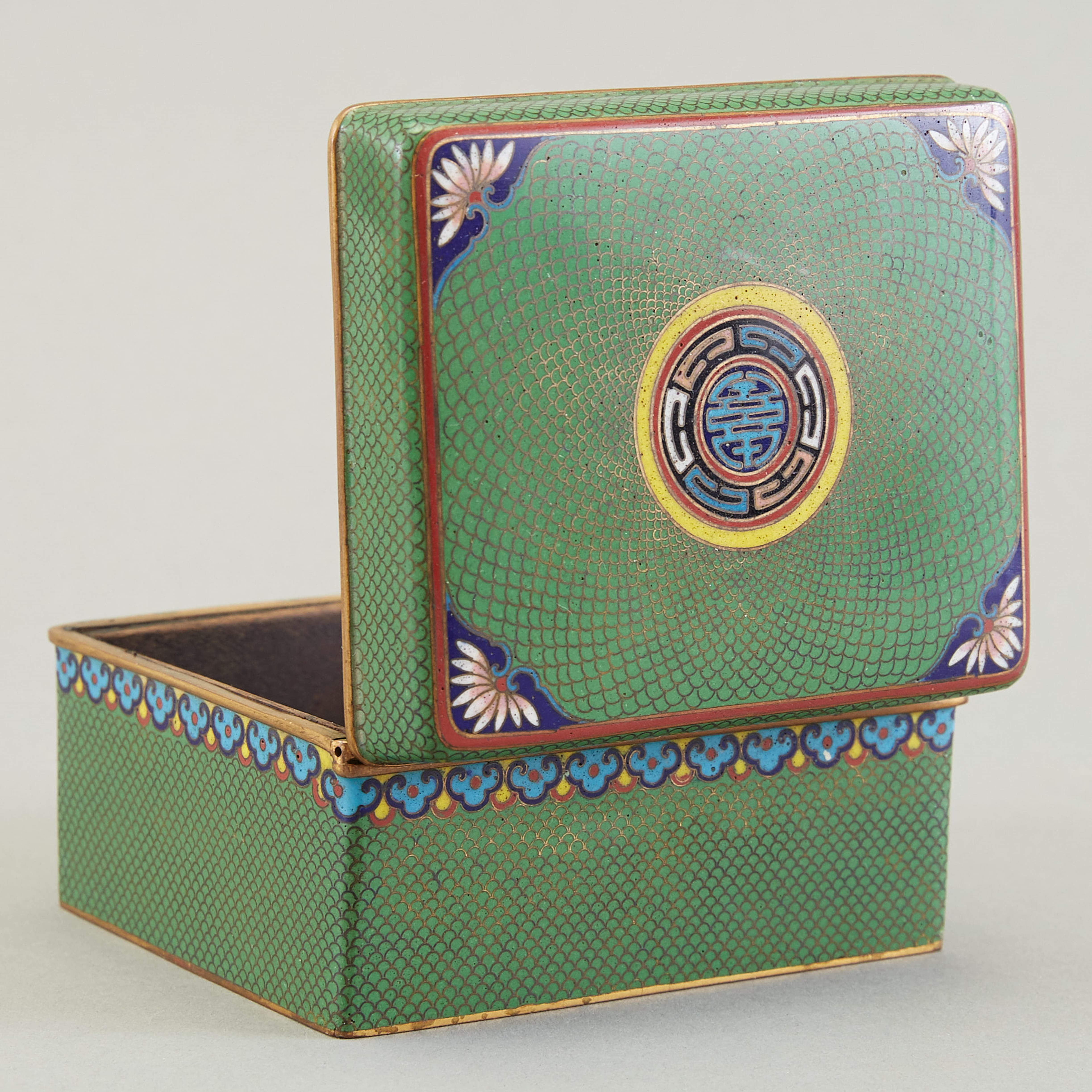Lot 022: Japanese Meiji Cloisonne Box