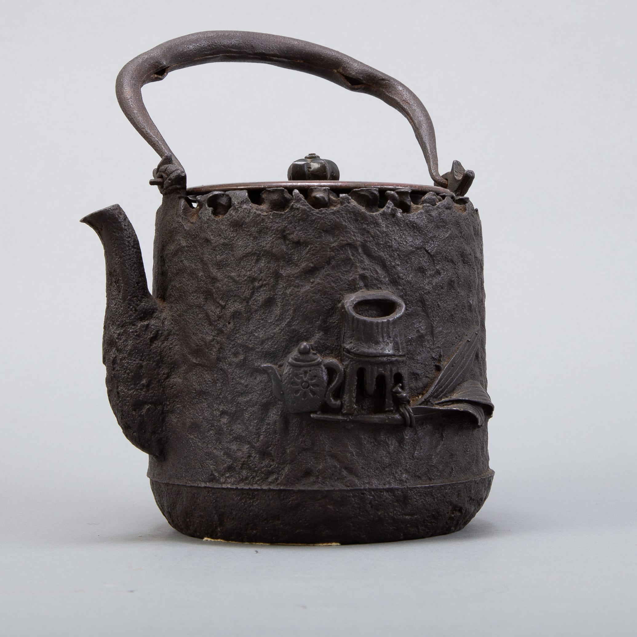 Lot 006: Meiji Japanese Iron Kettle Attributed to Ryubundo