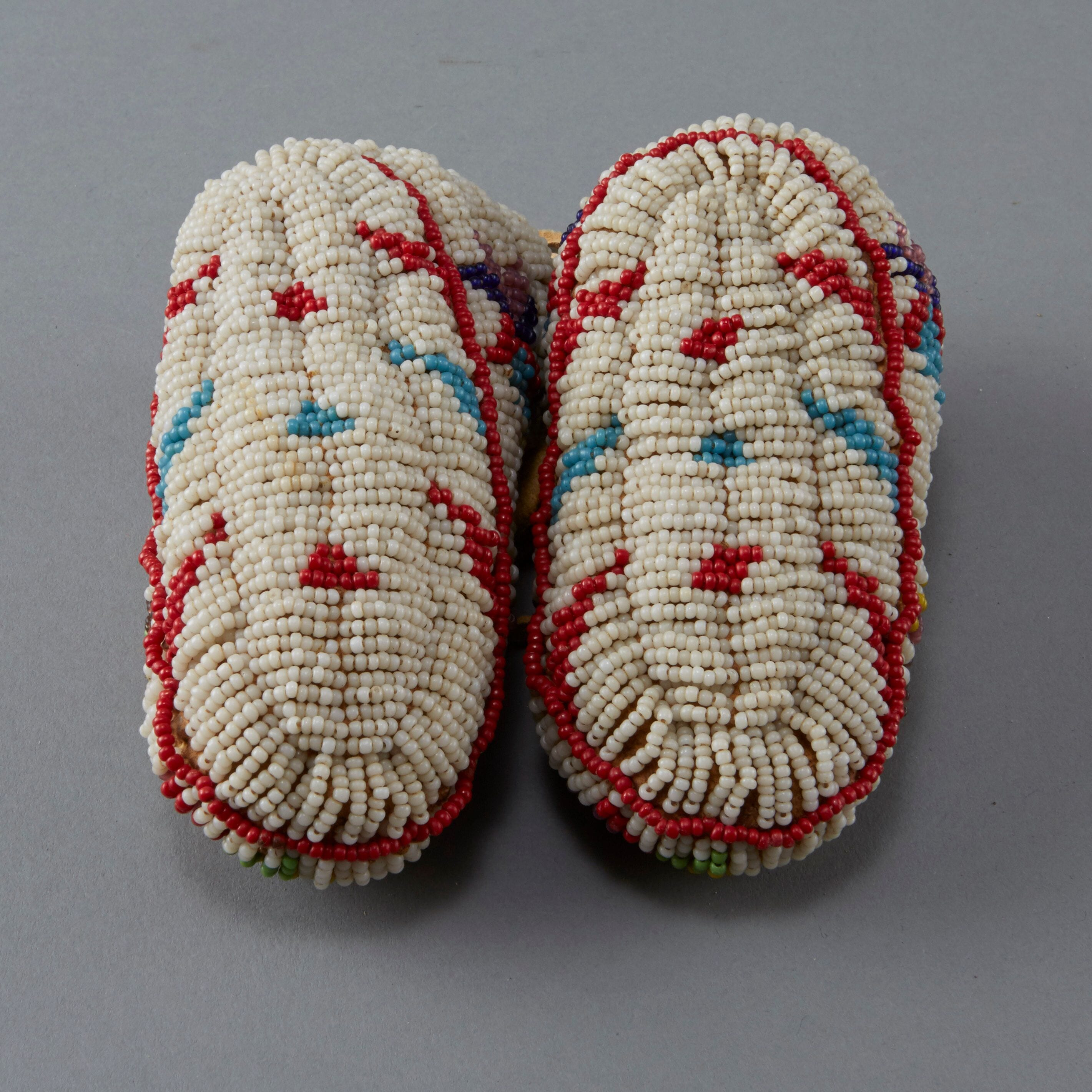 Lot 082: 10 Pairs Beaded Children's Moccasins