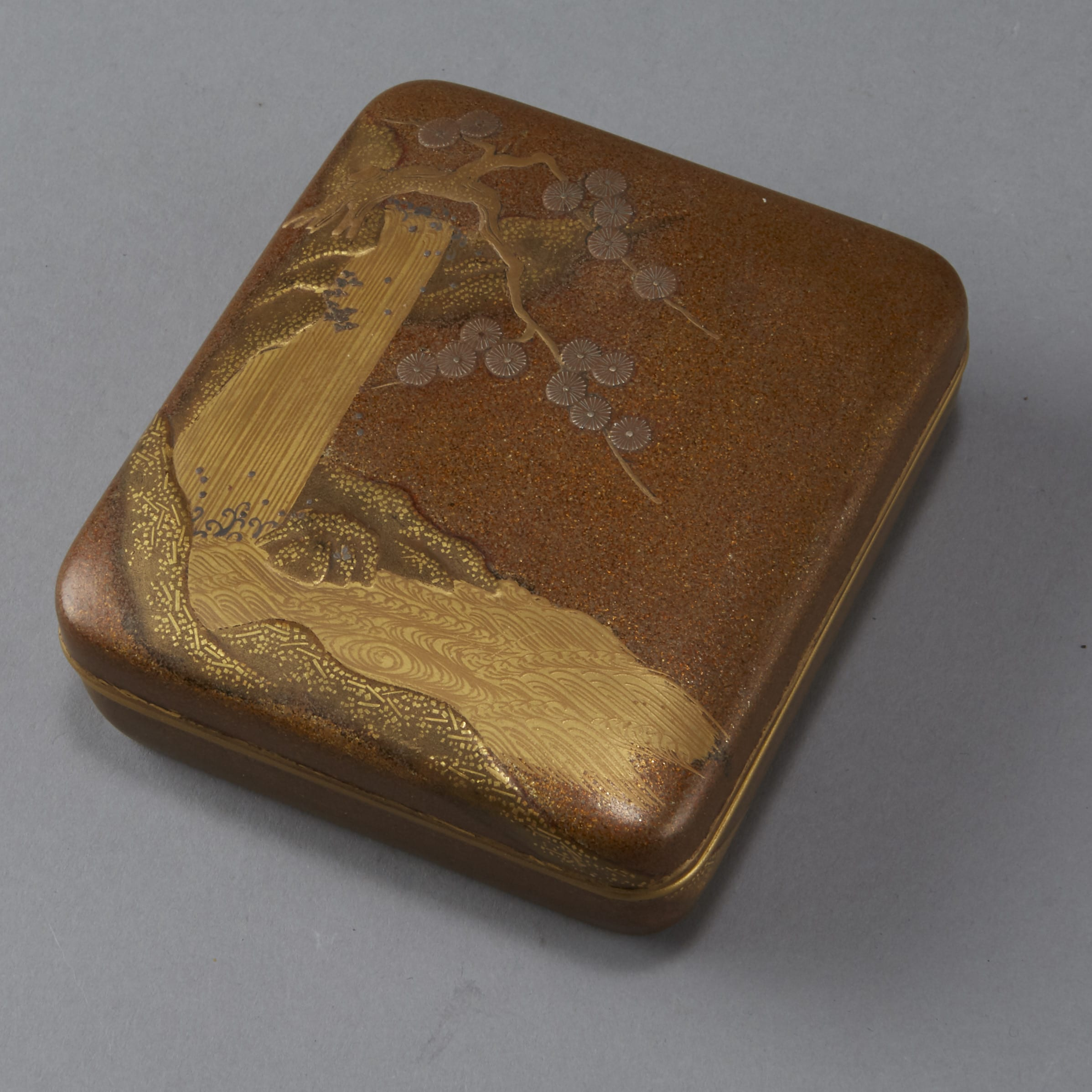Lot 082: Japanes  Meiji or Edo Gold Lacquer Box
