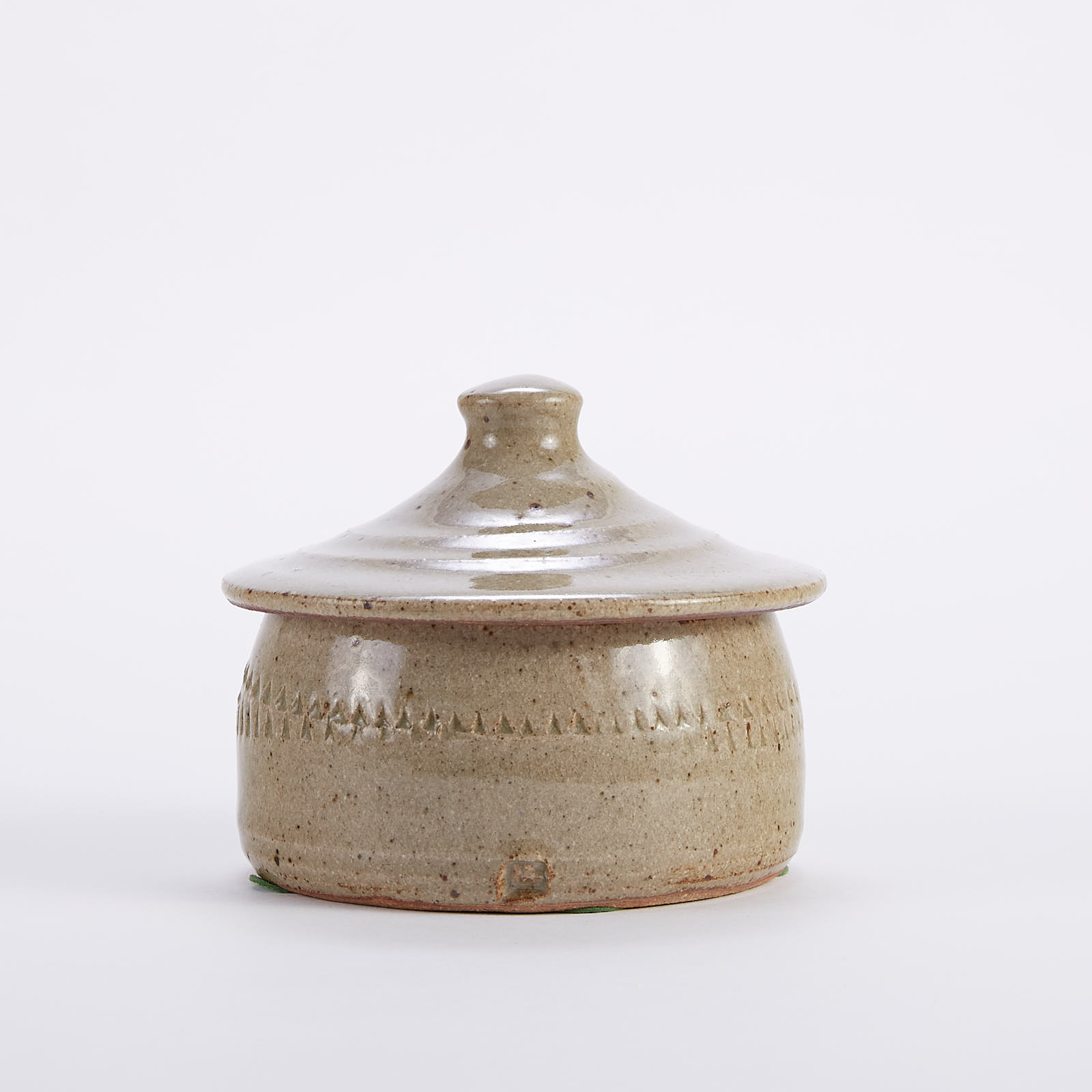 Lot 015: Warren MacKenzie Studio Pottery Lidded Box with Impressed Design