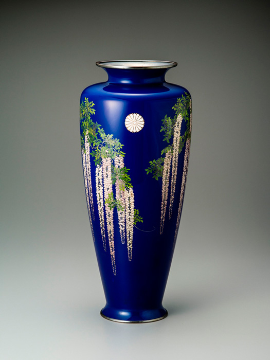 Large cloisonné Vase with Chrysanthemum Crest and Wisteria Blossom Motif, Namikawa cloisonné Museum of Kyoto