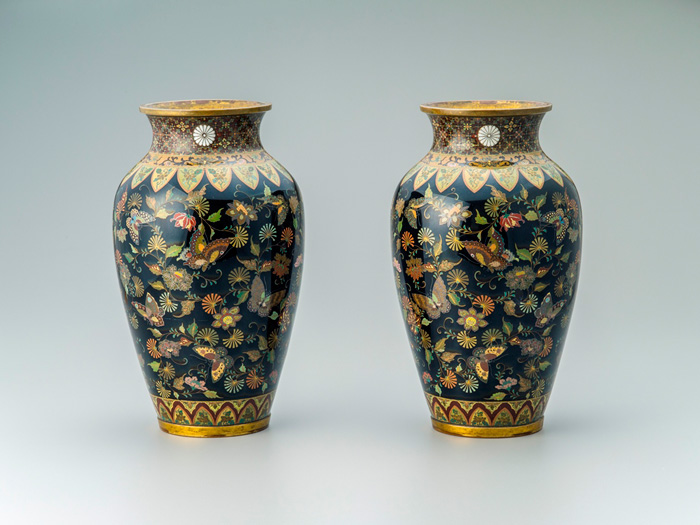 Pair of cloisonné Namikawa Yasuyuki vases with Butterfly and Chrysanthemum Arabesques, Sennyuji, Kyoto